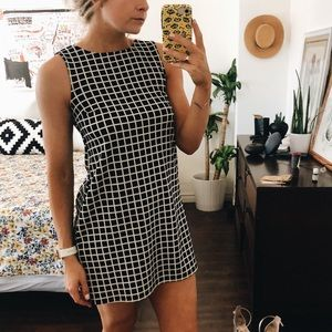 Dresses & Skirts - geometric shift dress